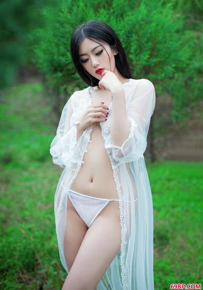 尤果摄影金子熙手遮美胸秀美姿,摘花第一次体内