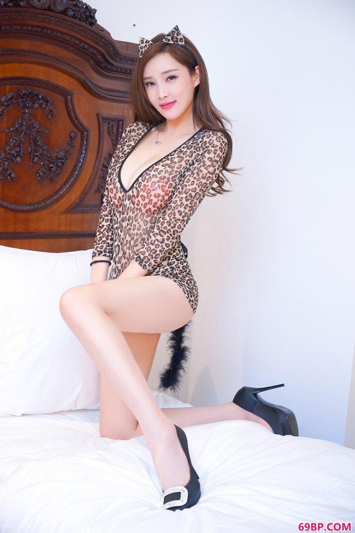 豹纹兔女郎翘香臀美腿高跟看点足_缓交女13p