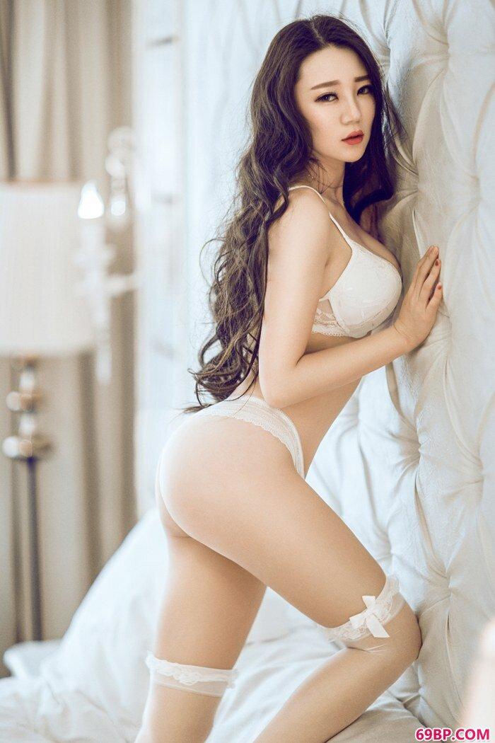欲望尤物莫雅淇蕾丝内裤秀身段迷人_西西人体44rnnet高清模特