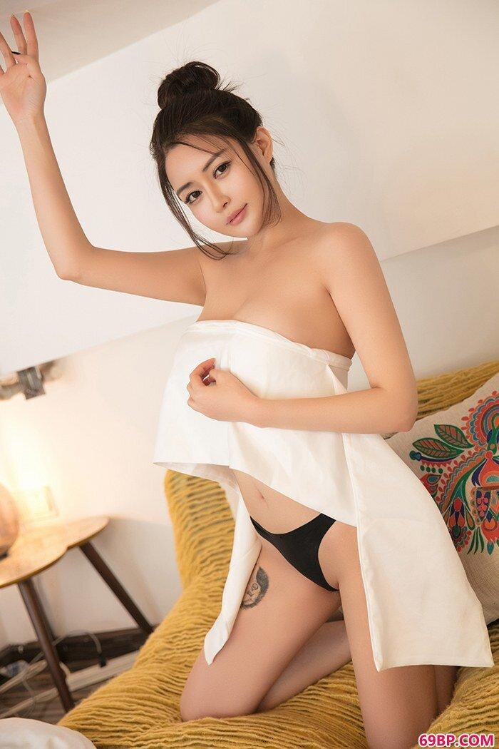 精品模特廿十性感内裤秀蜜乳肥臀_西西人体大胆高清78高考美术网