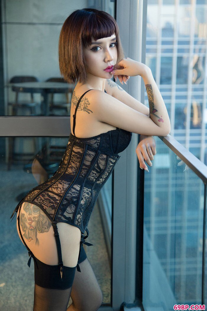 冷艳女神Aleo前凸后翘S型曲线动人_泰国西西人体迷人图片