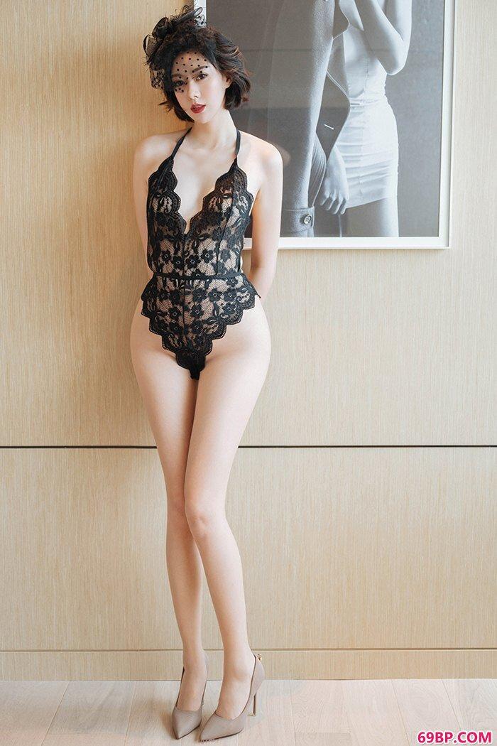 夜店女王艺轩薄丝长腿曲线很动人_metart英国人体欣赏