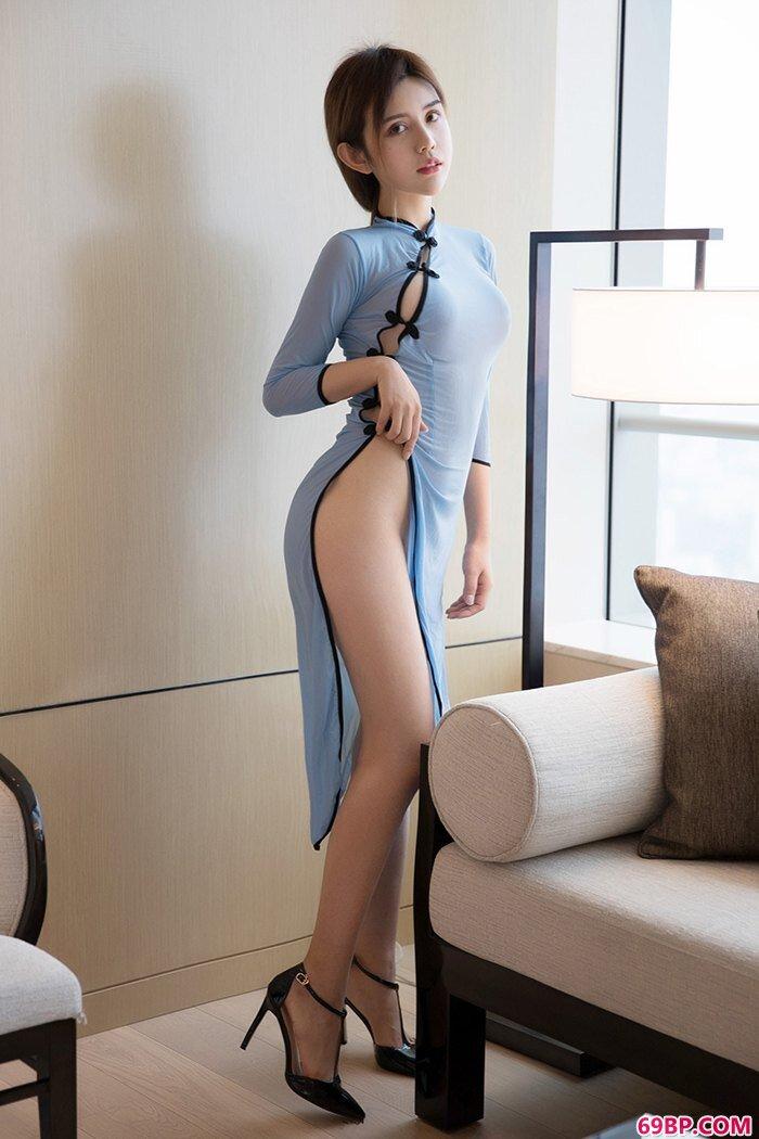 家养人妻卓娅祺酥胸鲜嫩翘臀香滑_隔着内裤被蹭的感觉好爽