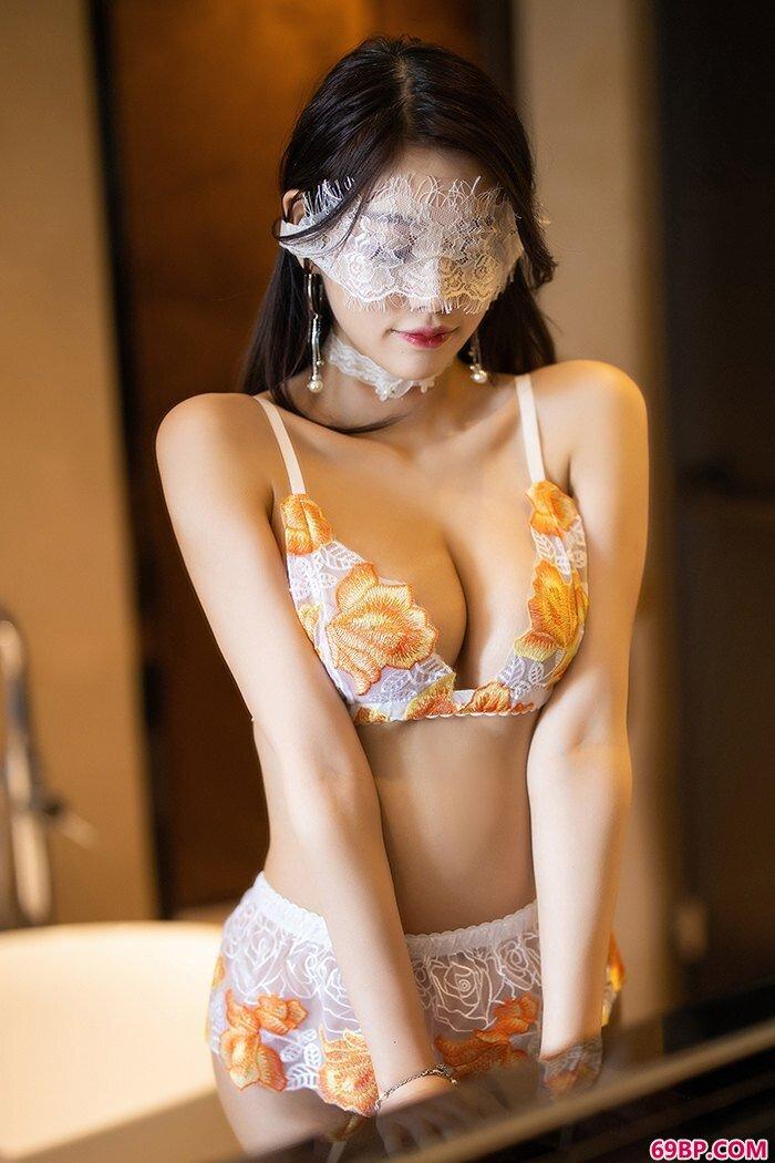 妖艳美人杨晨晨蕾丝泳装唯美摄影_整体人身图