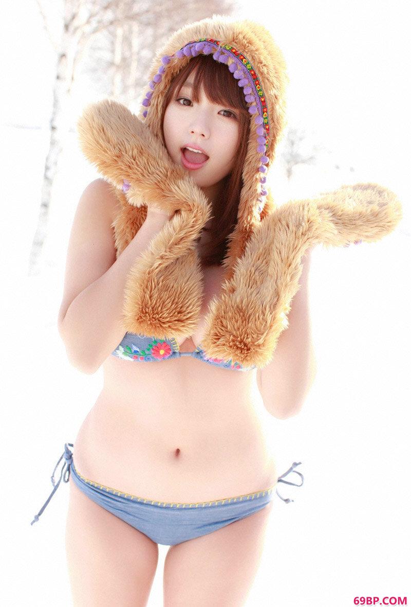光滑妹子筱崎爱_成熟女性毛茸茸撒尿