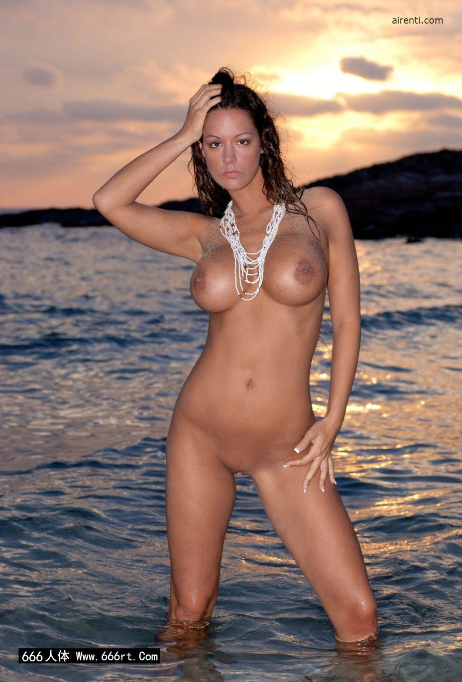 美丽美人Cecilia黄昏海边外拍人体