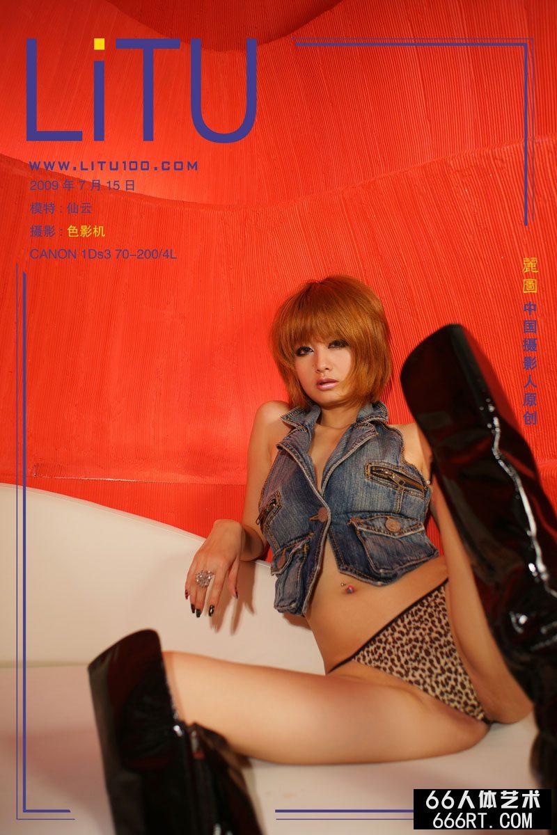 美模yumi09年7月15日红房子棚拍_男人?女人的奶动态图