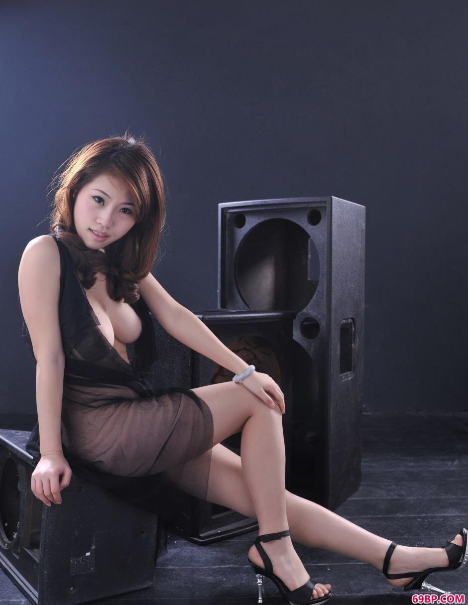 中国人体模特图片集_旧音响上的爆乳靓女佳佳