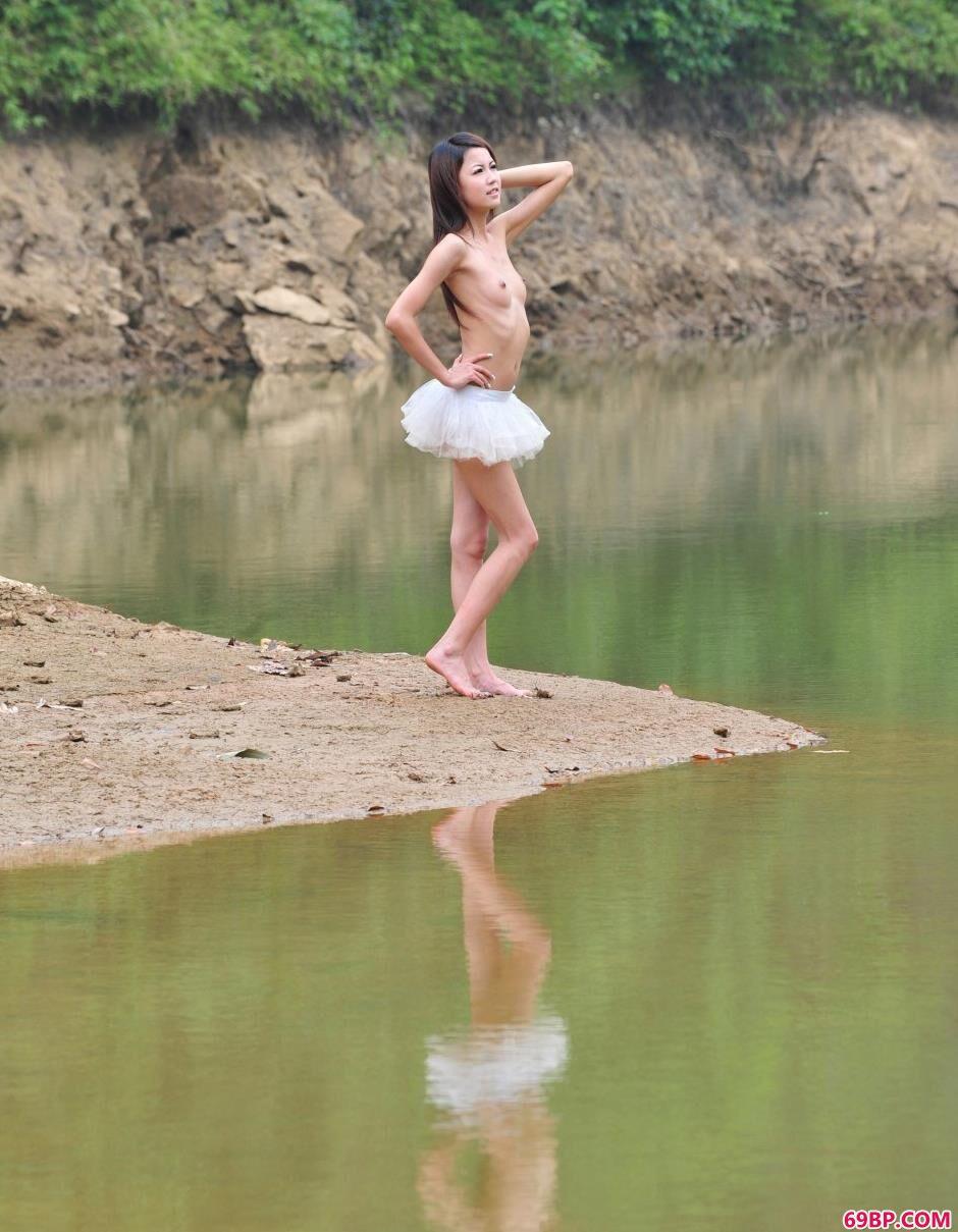 超模nina小湖边的清纯人体_国产呦齿网站