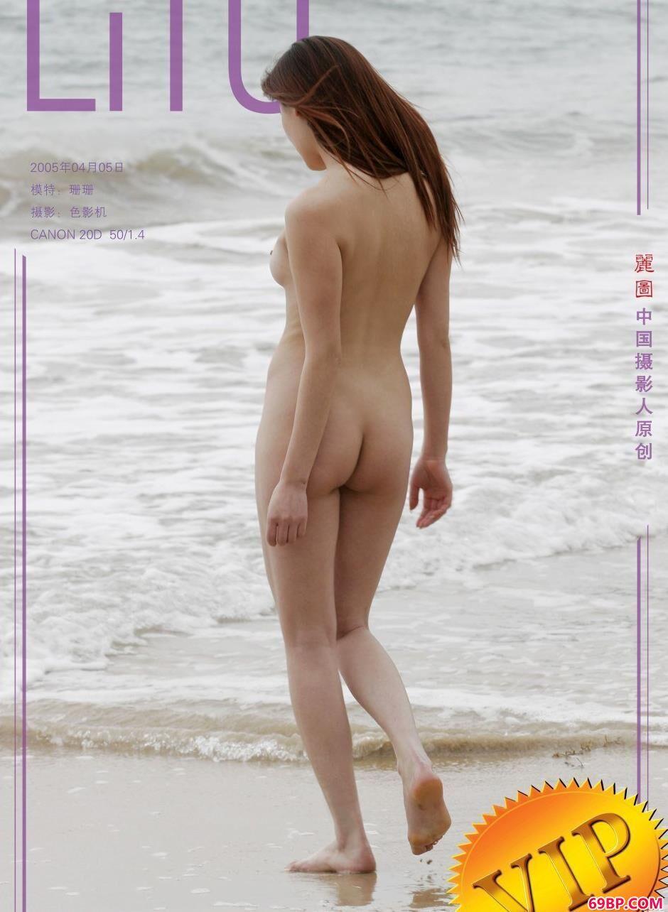 名模珊珊沙滩上的娇嫩人体