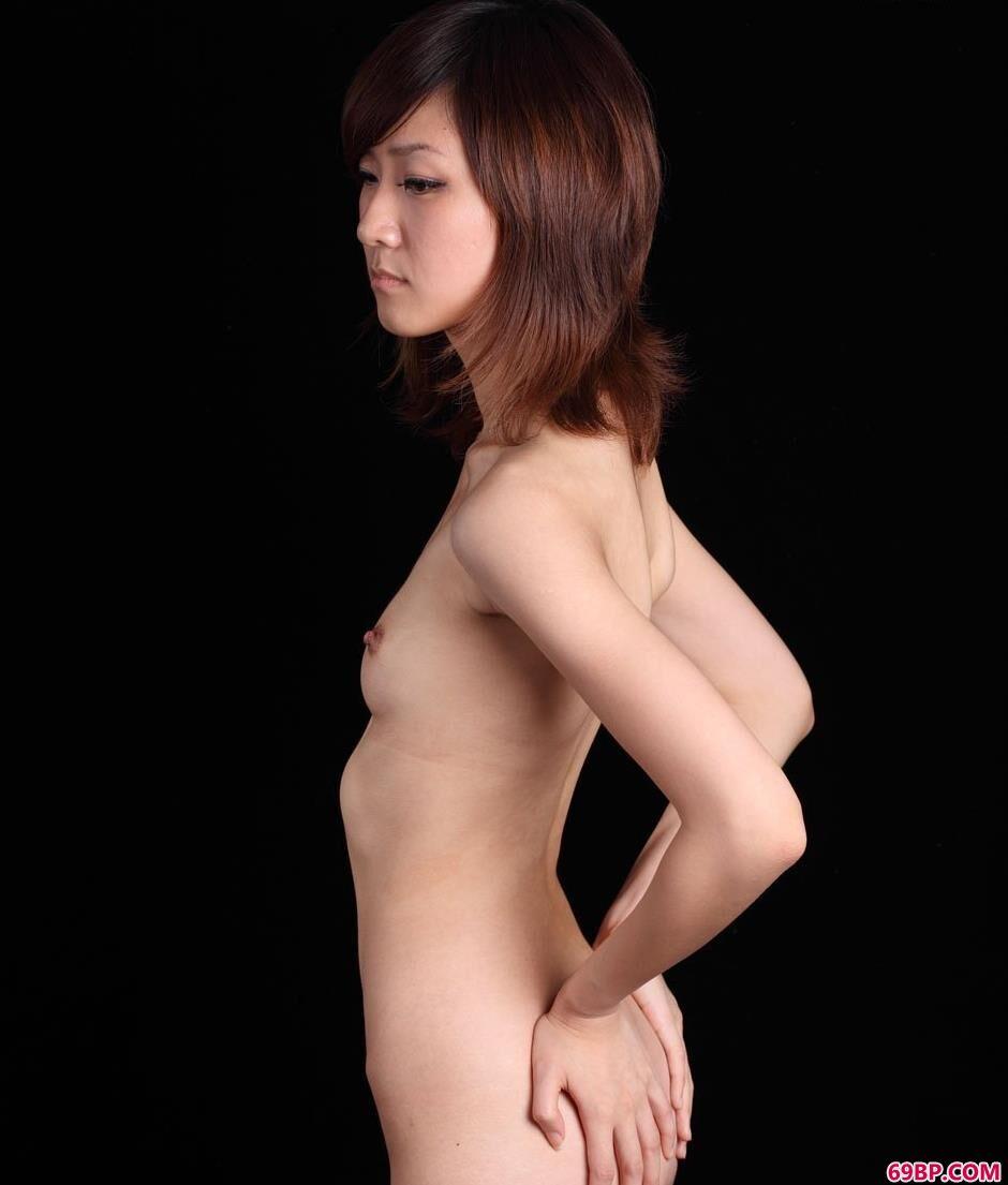 名模sunny黑色写真棚里的无圣光人体_赵芊羽