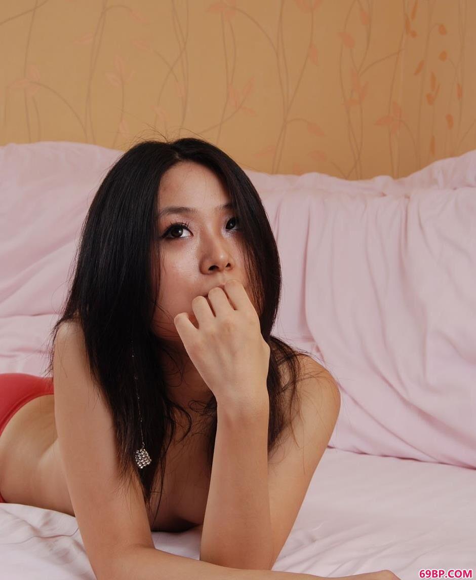 嫩模小惠房间里的性感人体2