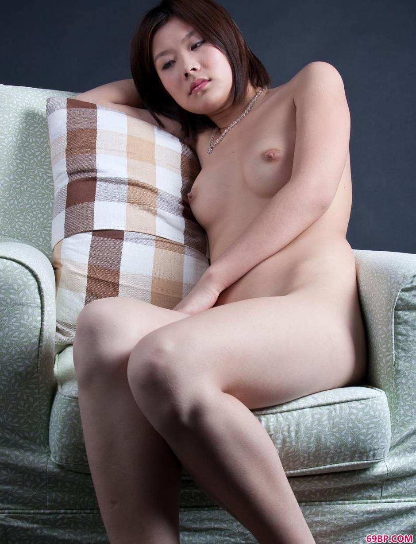 裸模黄晴室拍娇嫩美体_大胆国摸美女