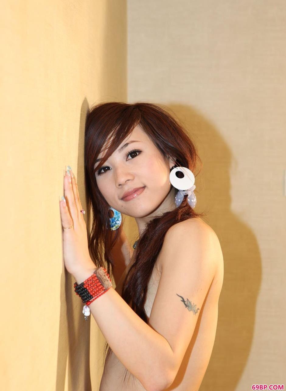 名模Gina室内布艺美体2_337p欧洲大胆图片美女人体
