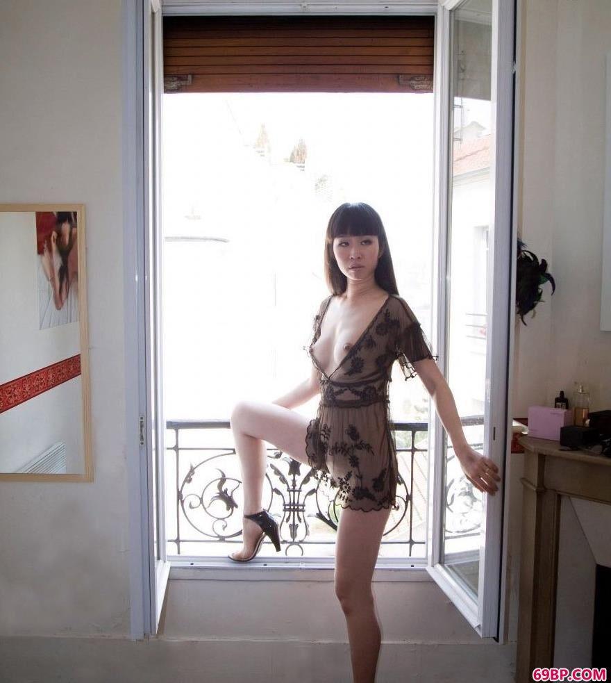 亚洲欧美日韩一区二区_丰满的女人黑色薄纱