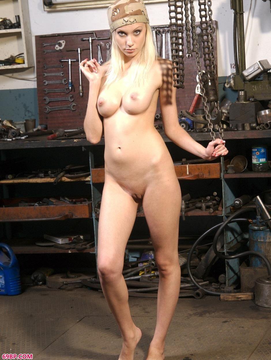gogo人体网艺术网,嫩模艾拉Ira工具屋里的美丽人体1