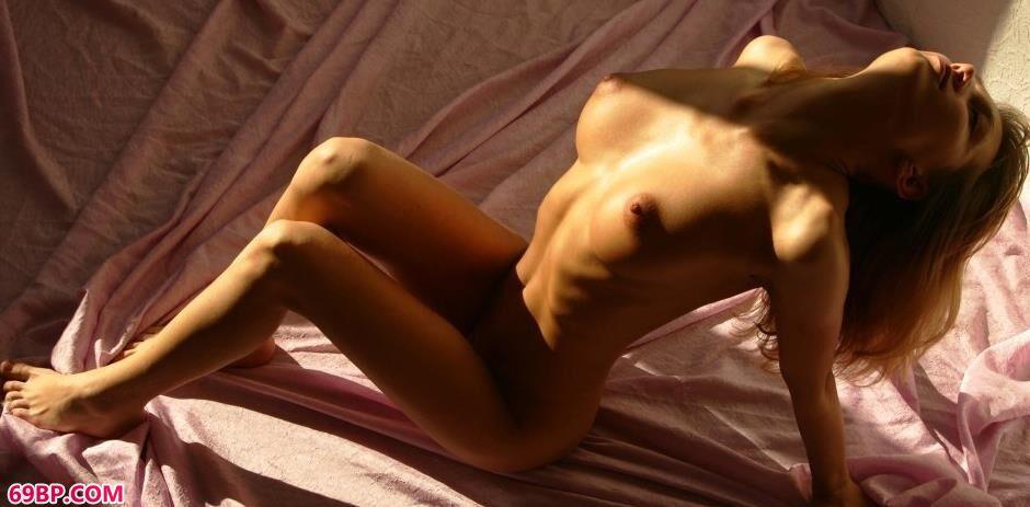 欧美肥妇BBW_裸模安吉拉Angela纱布上的抚媚人体