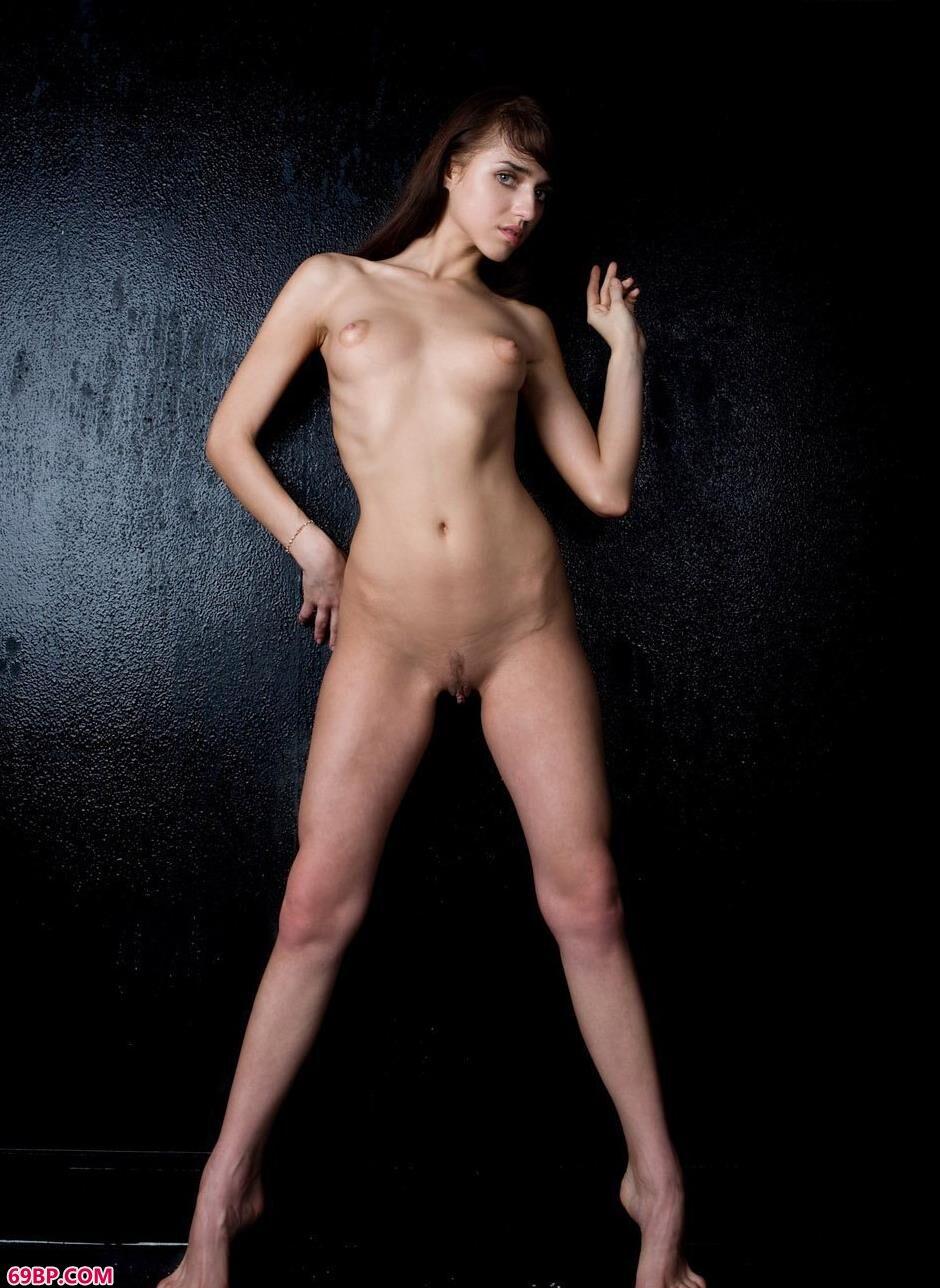 嫩模DAISY图片棚里的抚媚人体2