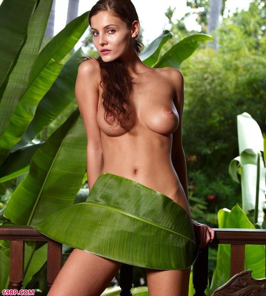 张攸雨人体艺术_泰国人家琳达绿叶包裹着的人体1