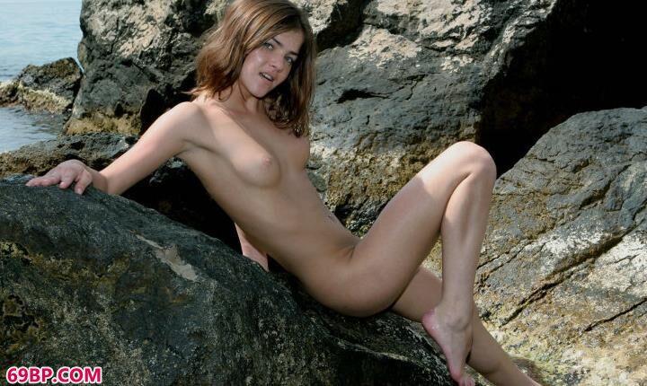 石头上的人体艺术,gogo人体午夜福利电影