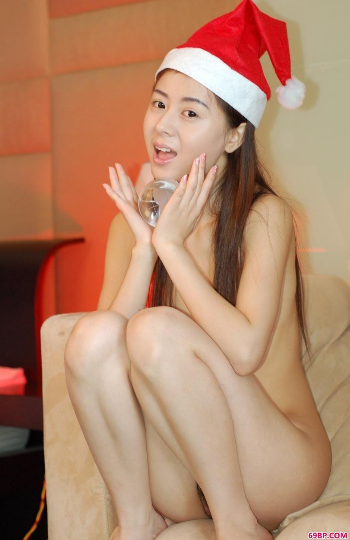 美模娜娜圣诞节沙发上的大尺度人体