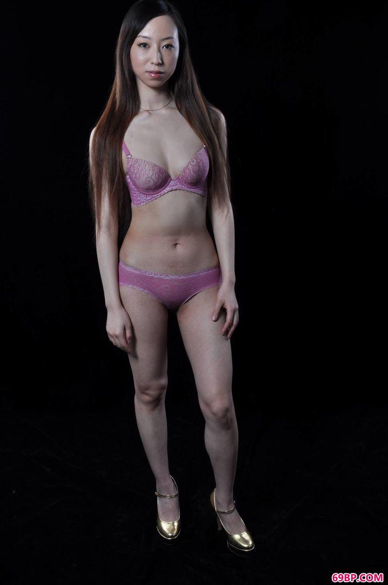 熟女人紫天人体作品